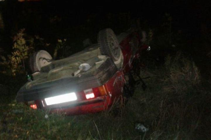 Два человека пострадали вДТП легковушки сдорожным катком наКубани