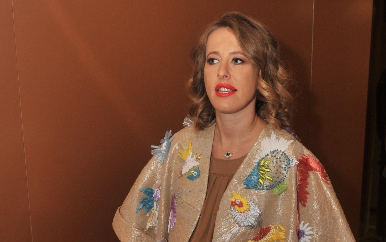Беременная Собчак не испугалась давки в метро на показе ...: http://www.kp.ru/daily/26598.5/3614418/