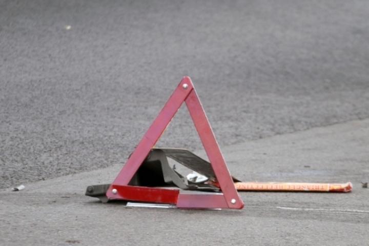 ГИБДД разыскивает водителя, сбившего девушку натротуаре вТомске
