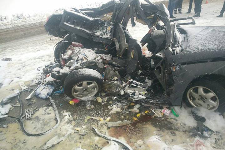 Брат ссестрой иихмать погибли вДТП вПоставском районе