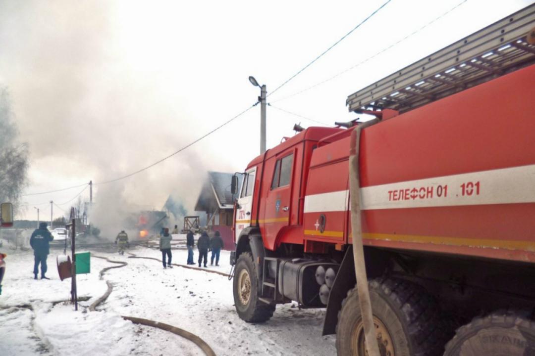 Мать идочь погибли напожаре из-за выпавшего изпечи угля