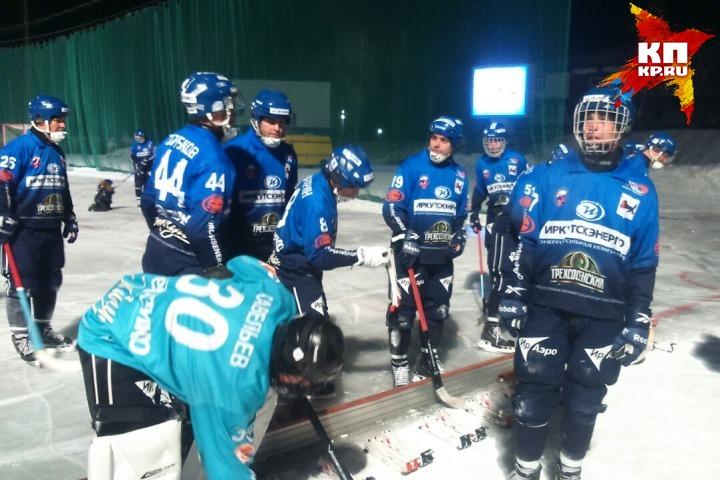 Хоккей смячом: «Енисей» вИркутске громит «Байкал-Энергию»