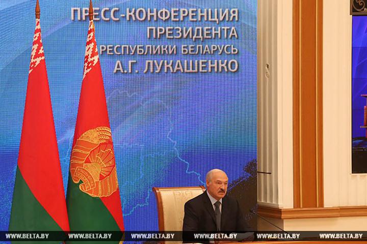 Президент общается с российскими СМИ. Фото: БелТА.