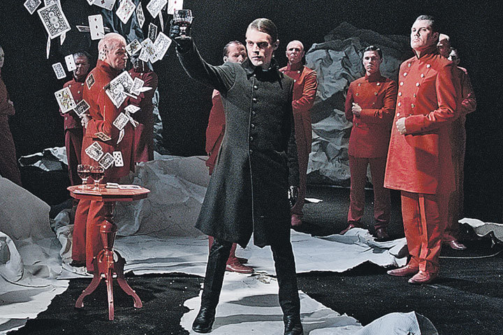 Герой Ивана Янковского играет своей жизнью, чтобы стать настоящим Германном на сцене. Фото: planeta-inform.tv