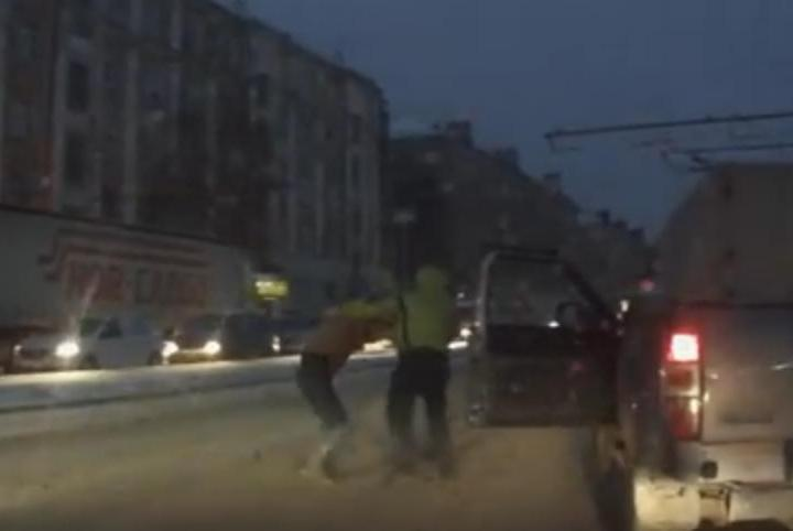 ВПерми шофёр избил пешехода надороге