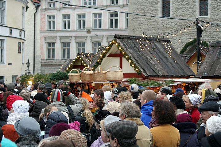 На Ратушной площади Таллина откроется традиционный рождественский рынок.