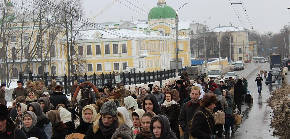 В массовке участвовало более 200 человек