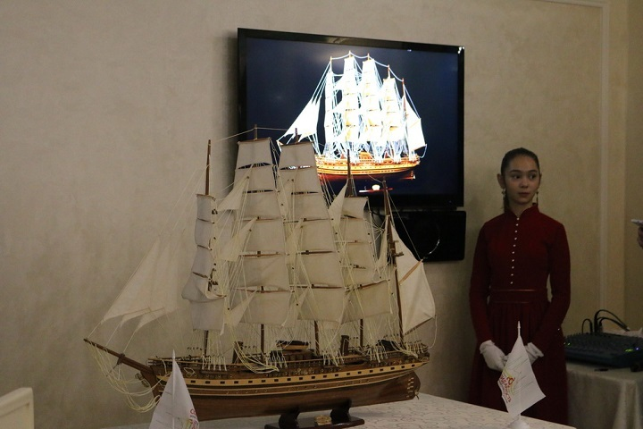 Самым дорогим лотом стала копия парусника «Франц Второй». Фото: http://www.ingushetia.ru