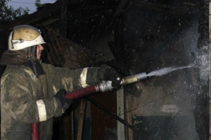 ВОмске пожарные вытянули изогня восьмилетнего ребенка