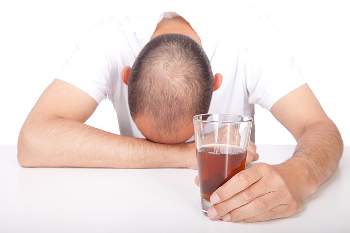 Наименее эффективным методом борьбы с похмельем оказался обычный отдых.
