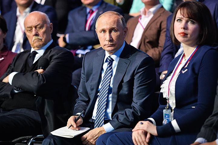 """Глава государства похвалил работу """"фронта"""", связанную с конкретными проектами. Фото: Алексей Дружинин/ТАСС"""