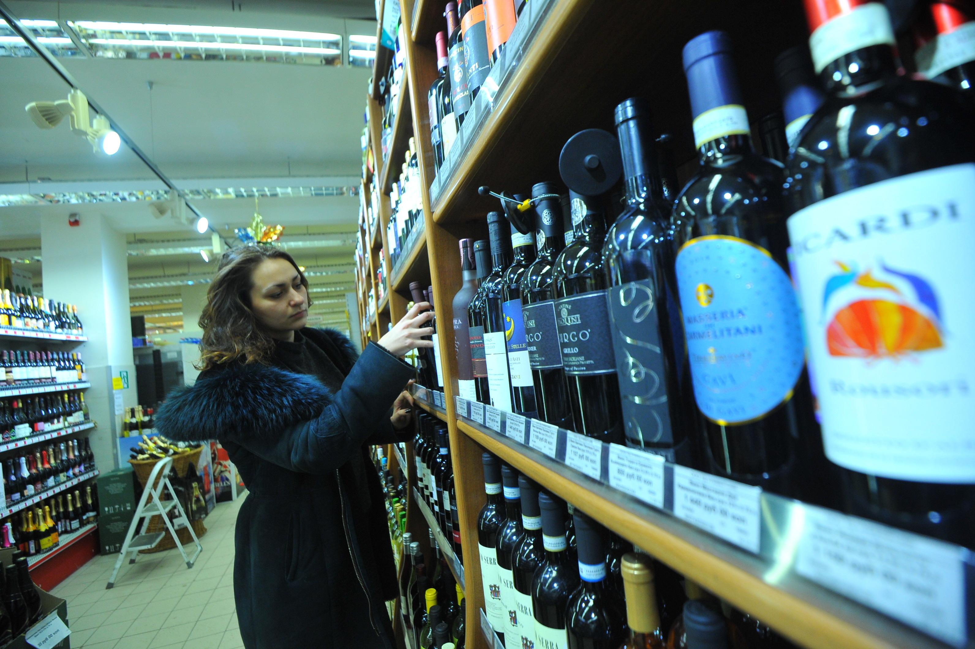 Владельцы магазинов не заметили, чтобы потребление спиртного снизилось.