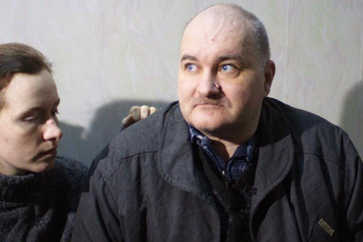 Некрополист Москвин видится со своей невестой только в зале суда.