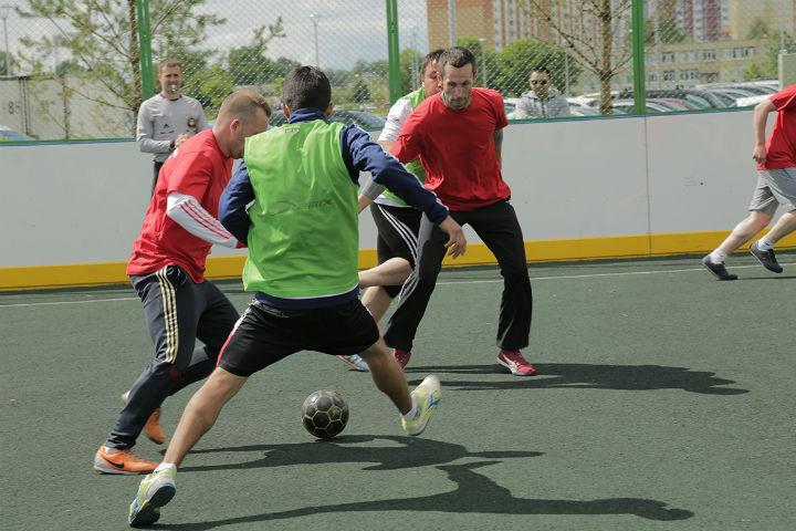 Оборудованное поле для хоккея и мини-футбола в Янила Кантри