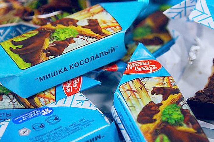 """Литовской компании Naujoji Rūta суд запретил использовать для шоколадных конфет название """"Мишка косолапый""""."""