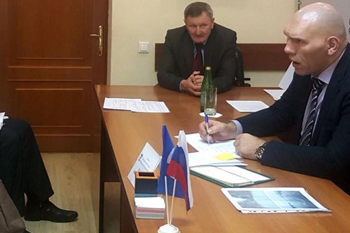 Брянцы попросили Николая Валуева посодействовать отремонтировать двор ипровести водопровод