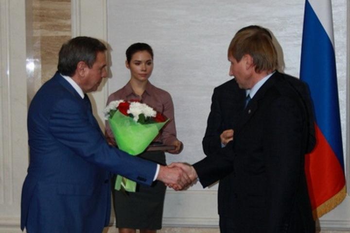 Губернатор Новосибирской области Владимир Городецкий поздравил Андрея Колабина с получением награды.