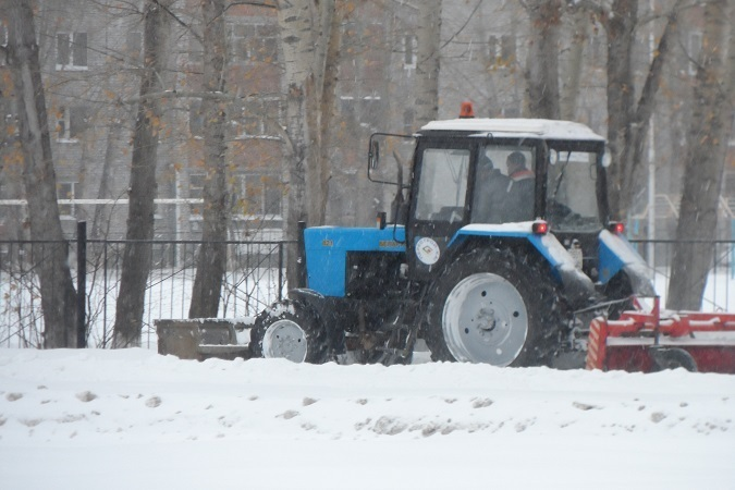 ВТюмени науборку снега вышло неменее 400 единиц техники