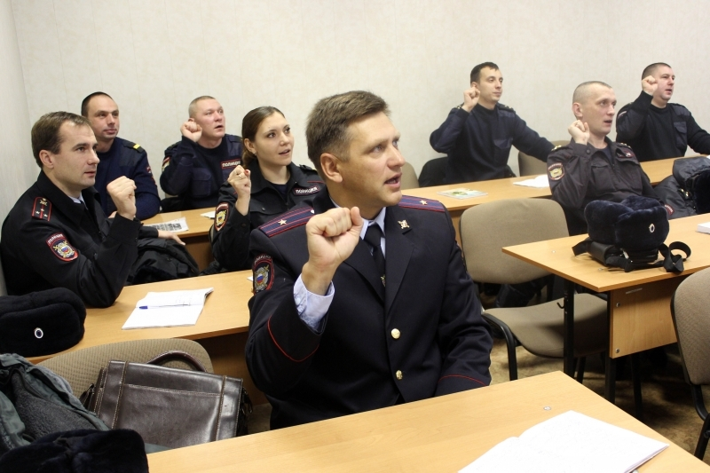 В идеале, уже в ближайшие годы все правоохранители будут владеть языком жестов.