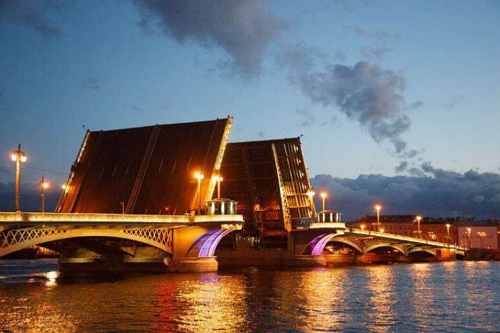 ВПетербурге закончился период разводки мостов