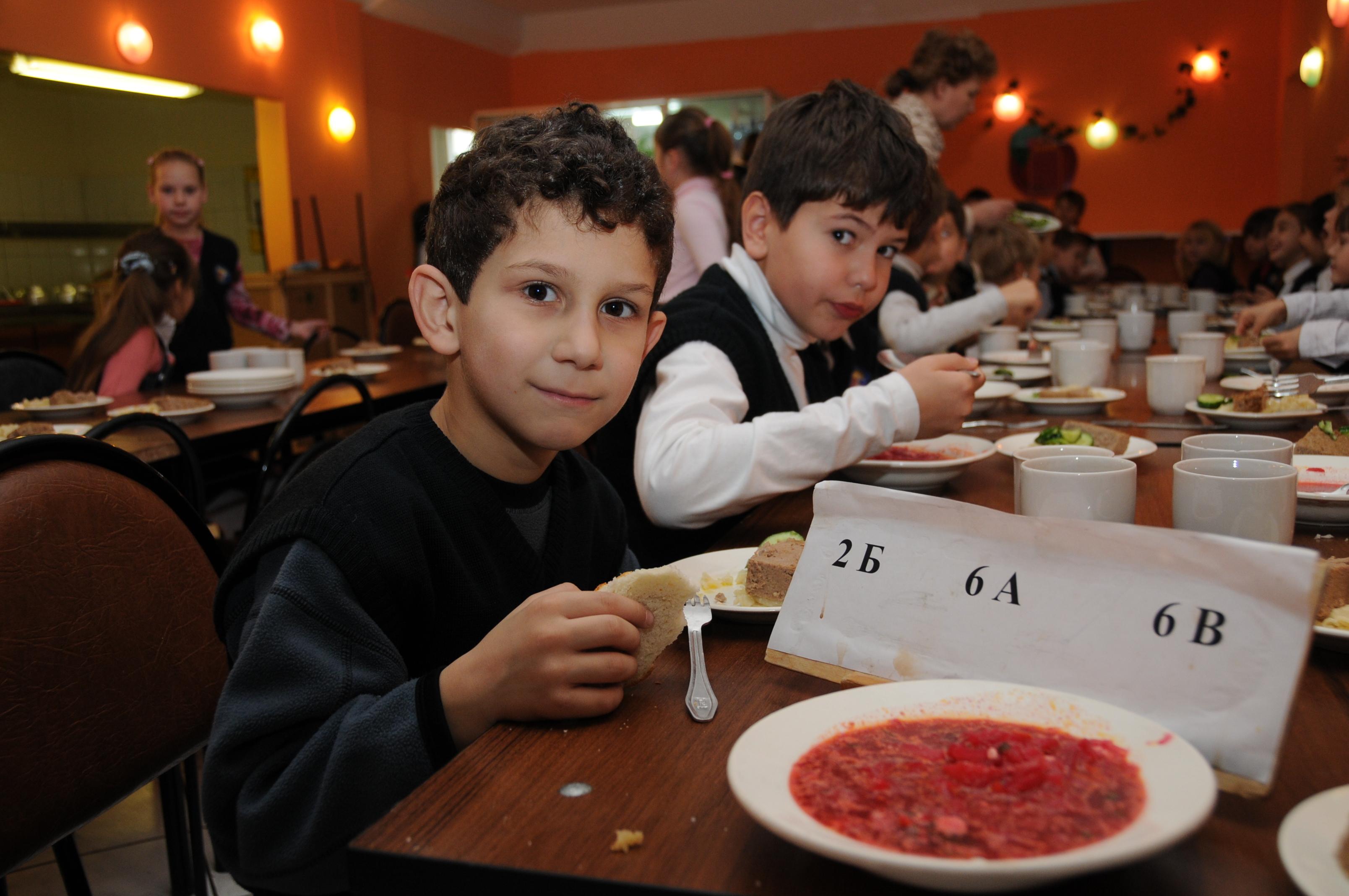 Депутаты возьмут качество питания в школах под контроль.