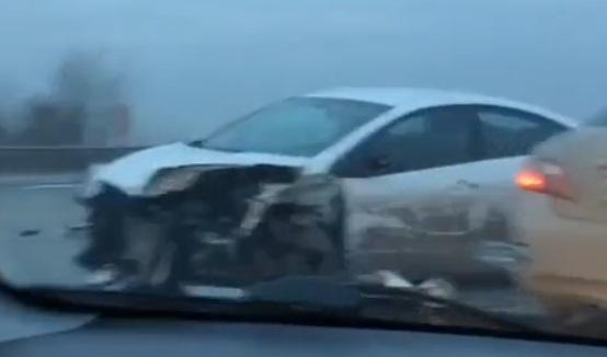 Под Ростовом уКИА взорвалось колесо имашину занесло вотбойник