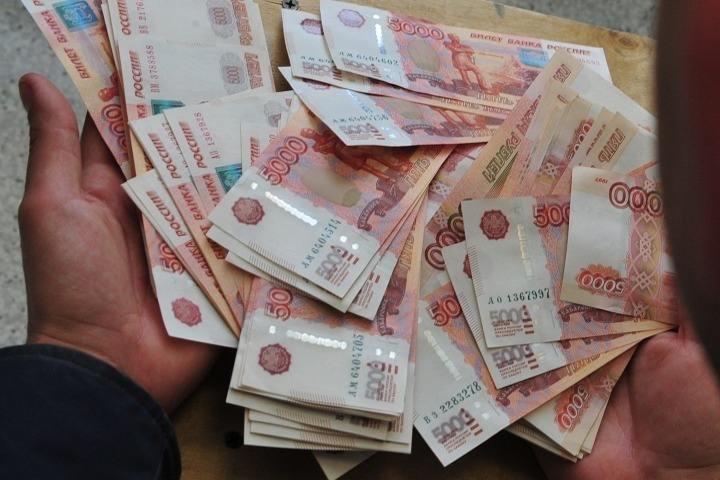 Уменеджера автоцентра наКоломяжском проспекте похитили неменее 600 тыс. руб.