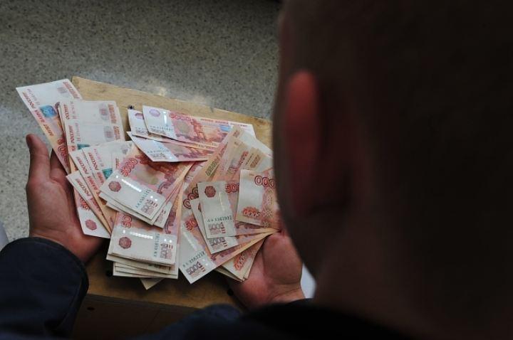 Жительница Казани вручила мошенникам 10 млн руб., желая снять порчу