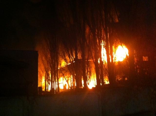 ВВоронеже ликвидируют мощный пожар вчетырехэтажном помещении