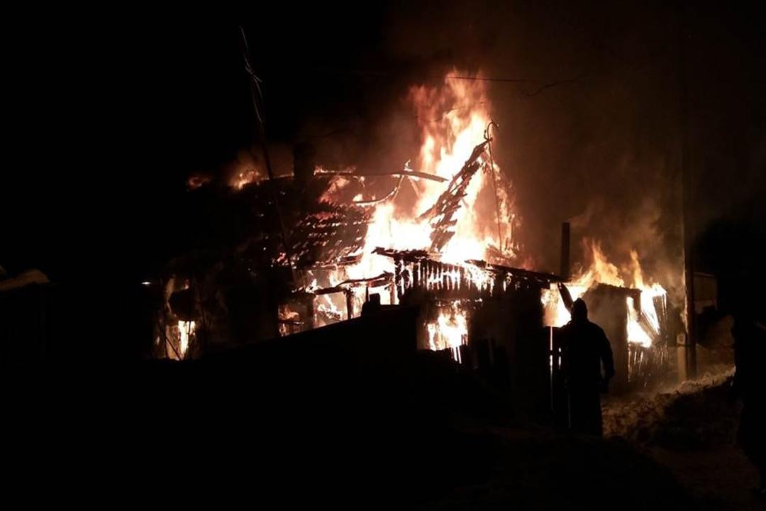 ВАлтайском крае впожаре погибли два человека