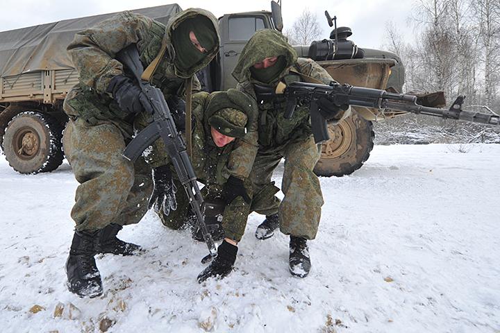 Выше других жители России оценивают работу Минобороны иМЧС