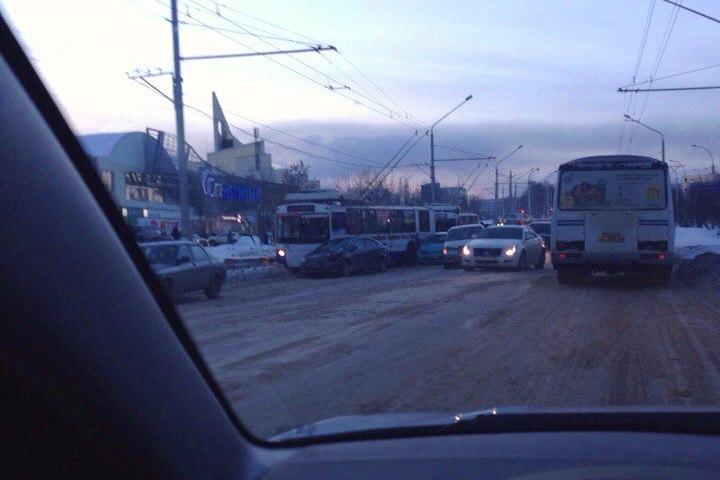 ВКемерове утром собрались семибалльные пробки из-за нескольких ДТП