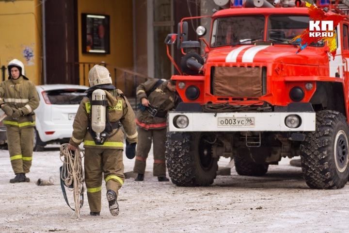 Натрассе Пермь-Екатеринбург заодну ночь сгорели две машины