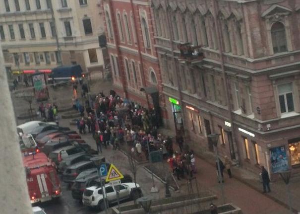 Изшколы наБольшой Московской улице эвакуировали 435 воспитанников