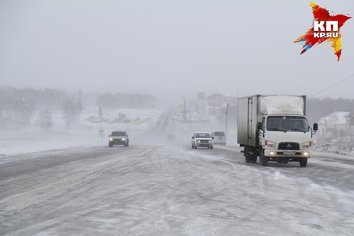 В МЧС советуют автомобилистам одеваться по погоде, а также не забыть положить в багажник минимальный набор инструментов