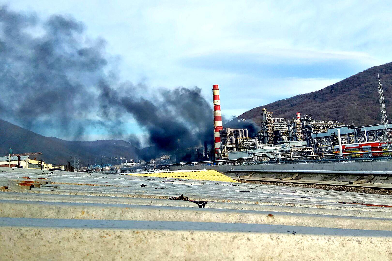 Натерритории туапсинского нефтезавода потушили дизельную установку