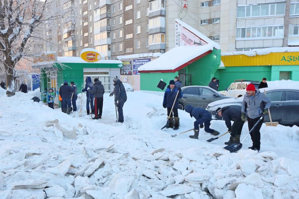Неменее 13,5 тыс. уфимцев вышли убирать снег