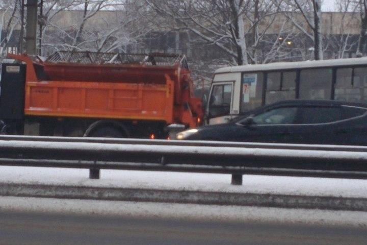 Маршрутка врезалась втроллейбус напроспекте Ветеранов