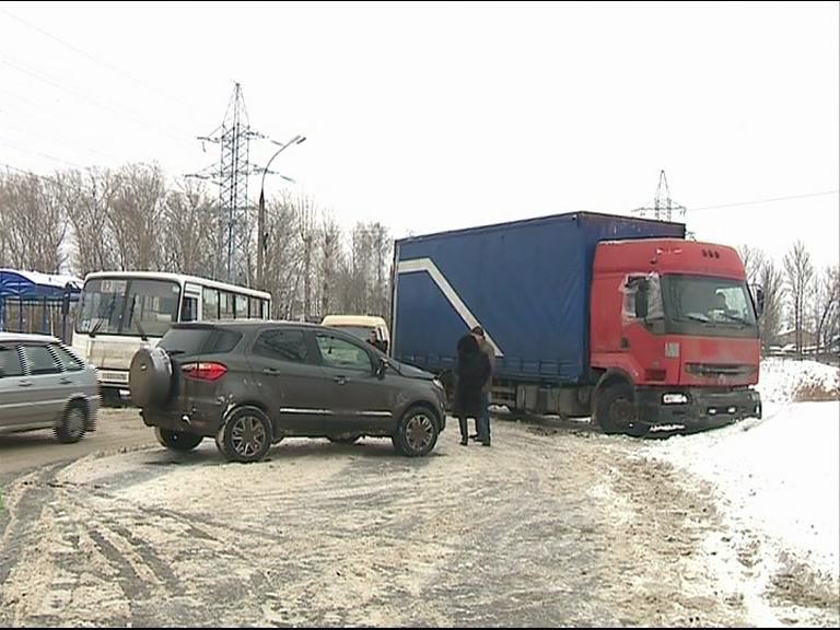 НаМагистральной вЯрославле случилось тройное ДТП сучастием «маршрутки»