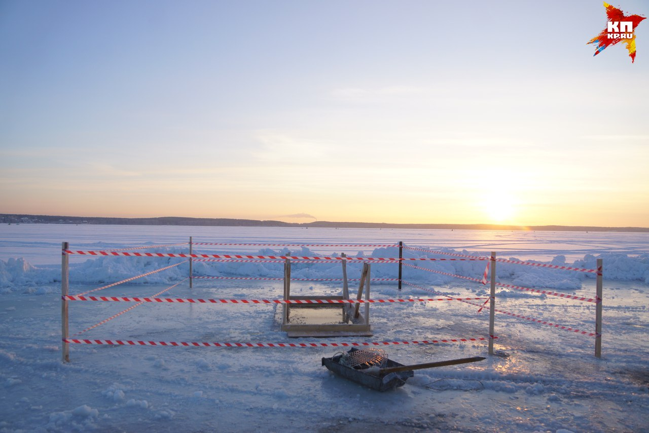 Крещенские купания: наозере вЕкатеринбурге треснул лёд
