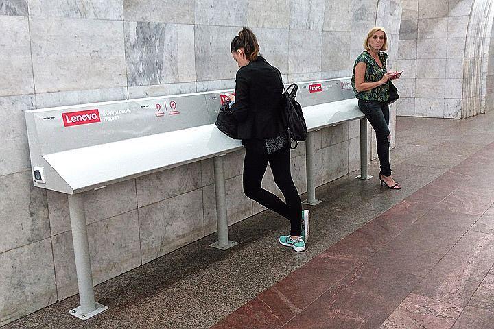 Стойки для зарядки девайсов появились на30 станциях московского метро