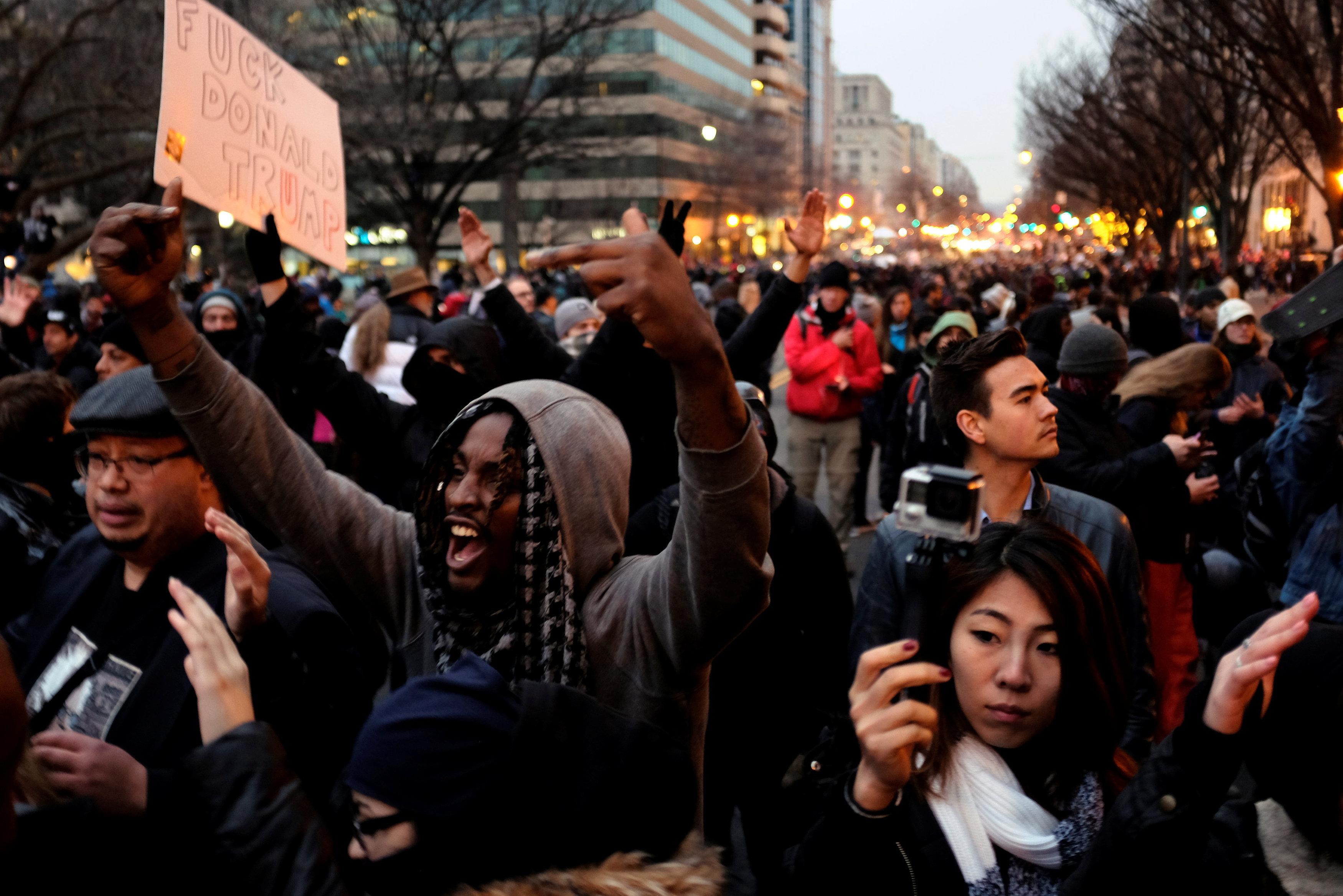 Картинки по запросу Свобода слова. Участникам беспорядков в Вашингтоне грозит до 10 лет