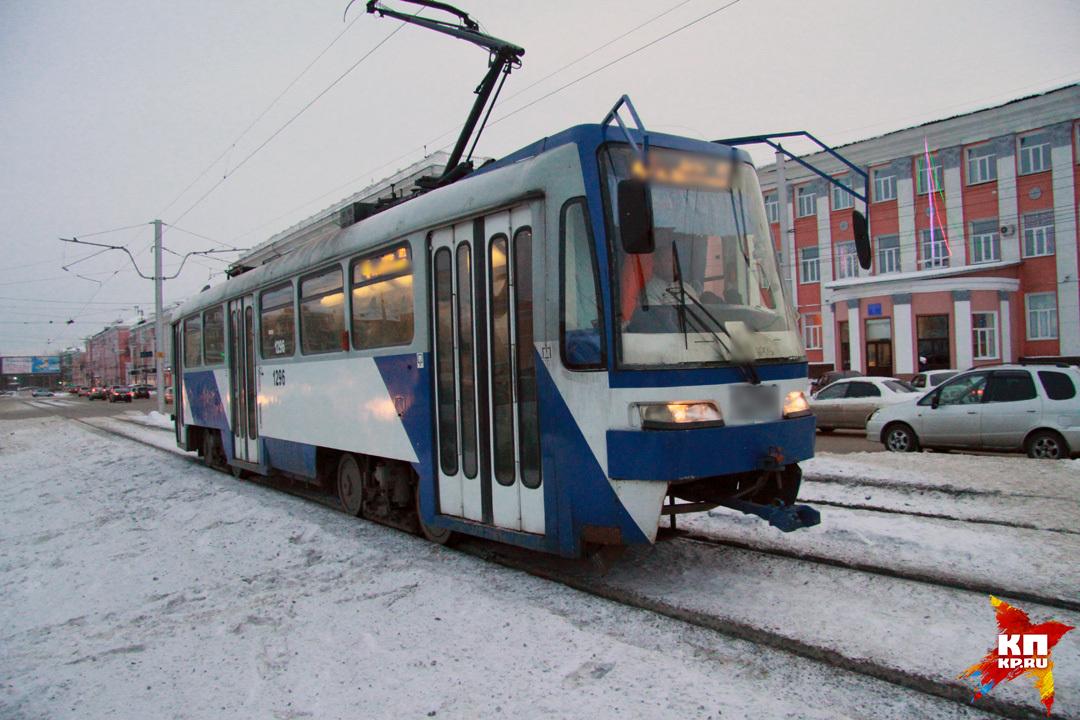 ВБарнауле ищут водителя неустановленного трамвая, который сбил девушку и исчез