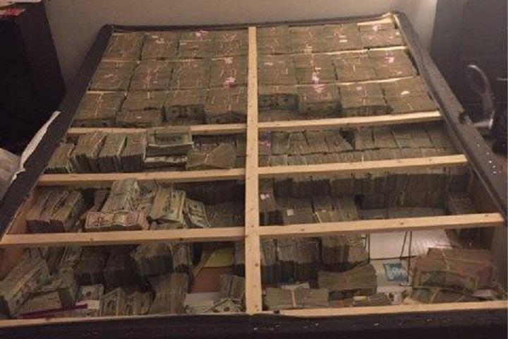 ВСША вштате Массачусетс отыскали $20 млн внутри постели
