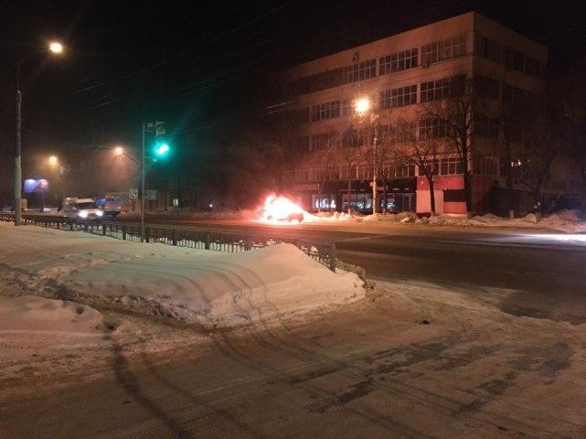 ВВоронеже случился пожар, вкотором навсе 100% сгорел автомобиль «Ford»