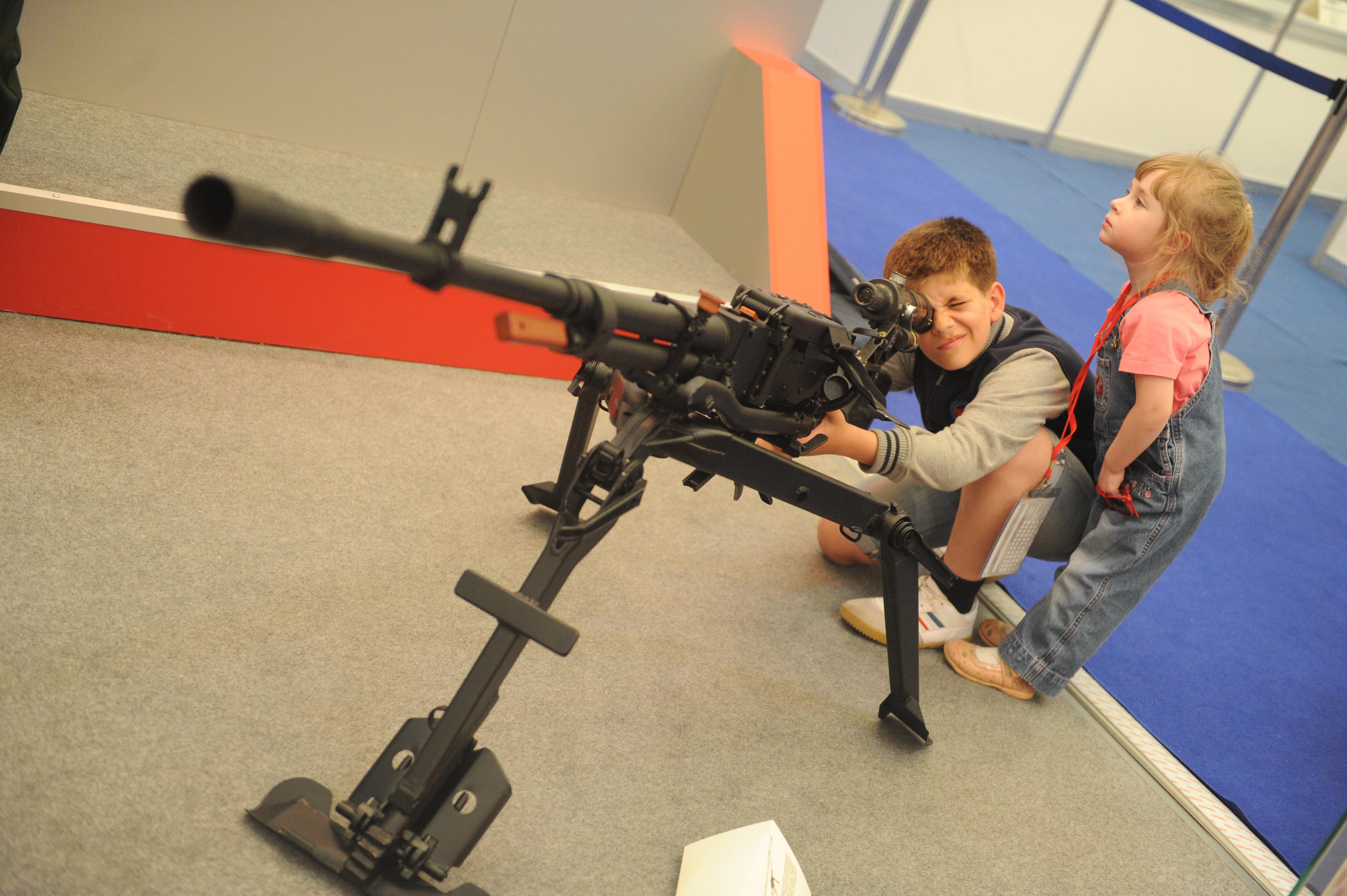 Коллекцию холодного оружия иружье отыскали вквартире наЛенинском проспекте