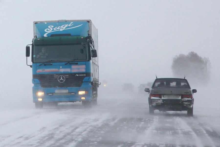 Ввыходные на трассах области ожидаются снежные заносы, метель игололед— МЧС