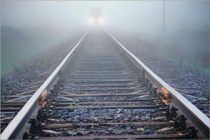 Двое молодых граждан Казани спрыгнули споезда, один умер