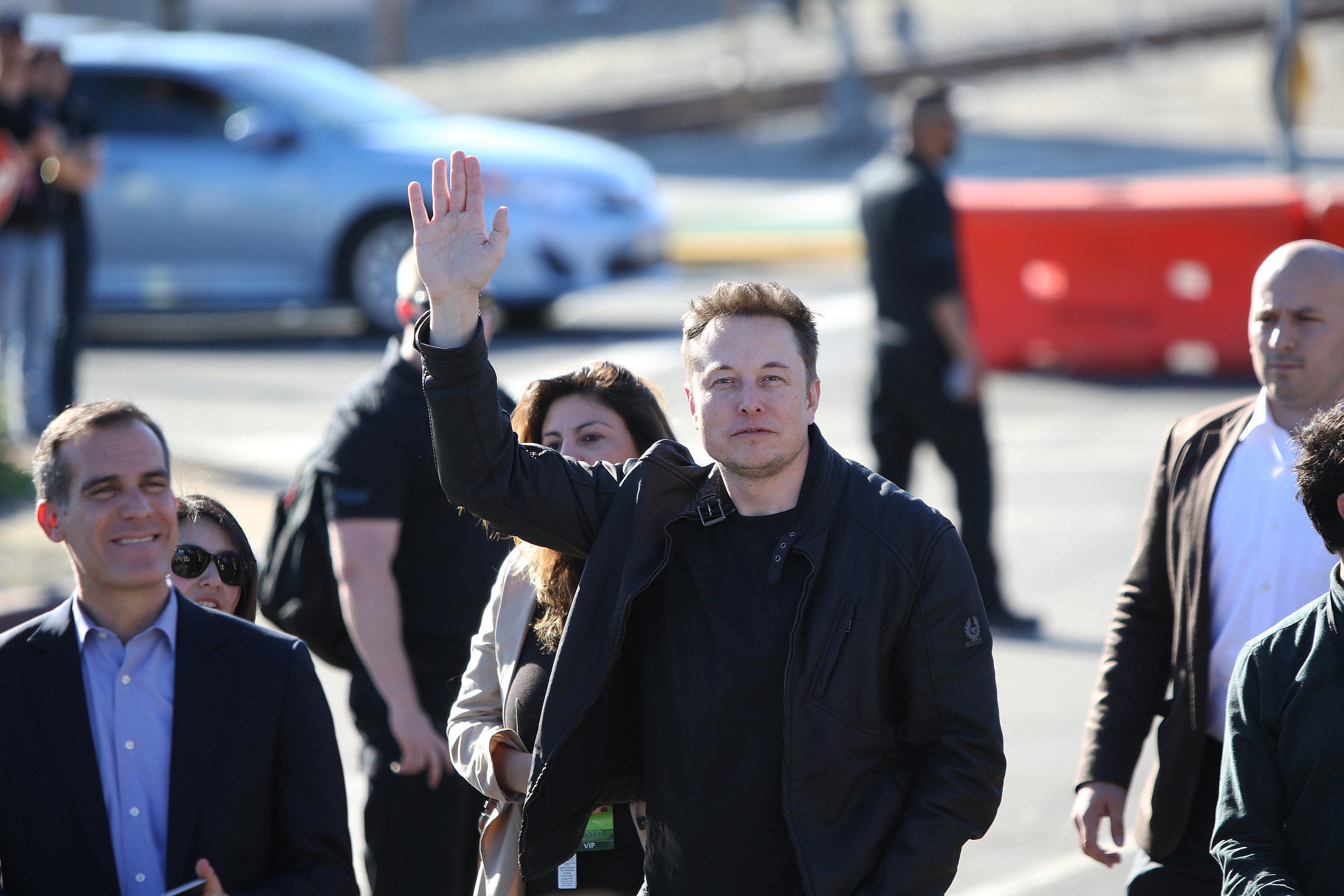 Tesla иSpaceX присоединились к организациям, выступивших против указа Трампа обеженцах