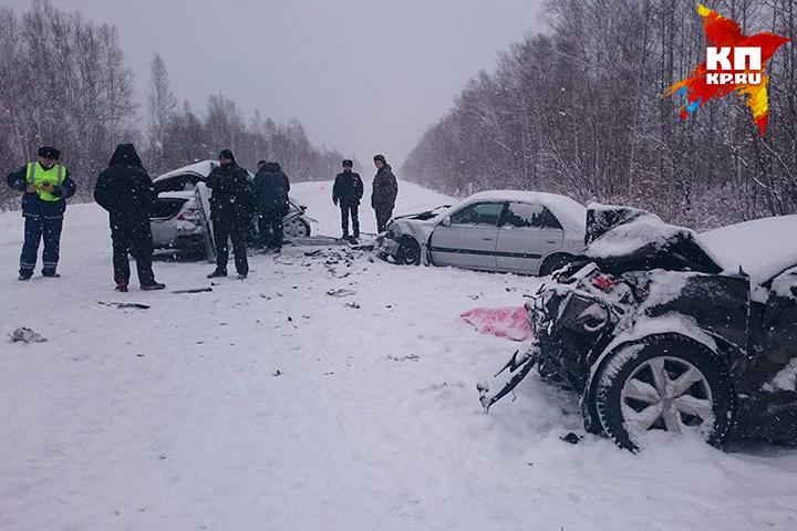 Мужчина иженщина погибли встолкновении 3-х авто вХабаровском крае